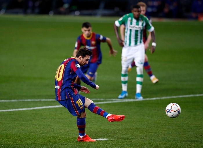 Sau trận đấu bị chê lười nhác, Messi ngồi ghế dự bị nhưng rồi Leo lại chứng tỏ Barcelona không thể thiếu anh - Ảnh 4.