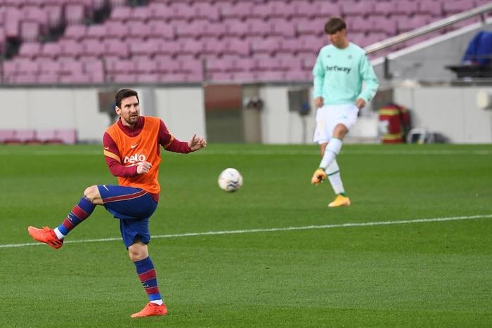 Sau trận đấu bị chê lười nhác, Messi ngồi ghế dự bị nhưng rồi Leo lại chứng tỏ Barcelona không thể thiếu anh - Ảnh 2.