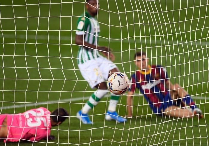 Sau trận đấu bị chê lười nhác, Messi ngồi ghế dự bị nhưng rồi Leo lại chứng tỏ Barcelona không thể thiếu anh - Ảnh 6.