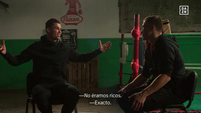 """Cristiano Ronaldo: """"Tôi thích xem boxing hoặc UFC hơn bóng đá"""" - Ảnh 1."""