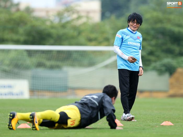 HLV Park Hang-seo âm tính với Covid-19, bác sĩ Choi Ju-young được VFF gia hạn hợp đồng - Ảnh 2.