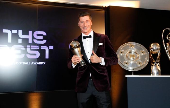 Ronaldo và Messi làm nền cho Lewandowski tại lễ trao giải Cầu thủ xuất sắc nhất thế giới - Ảnh 3.