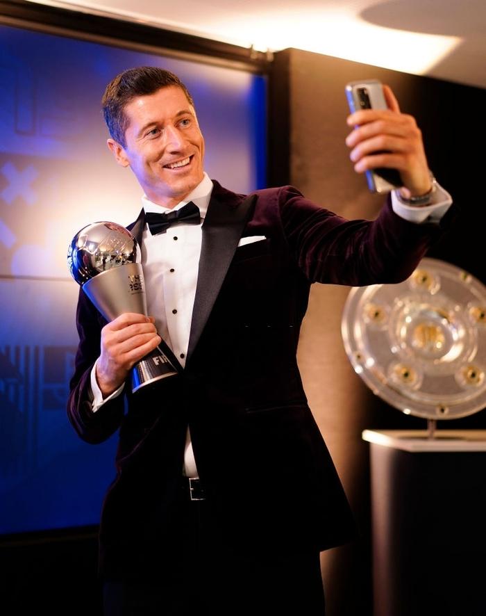 Ronaldo và Messi làm nền cho Lewandowski tại lễ trao giải Cầu thủ xuất sắc nhất thế giới - Ảnh 4.