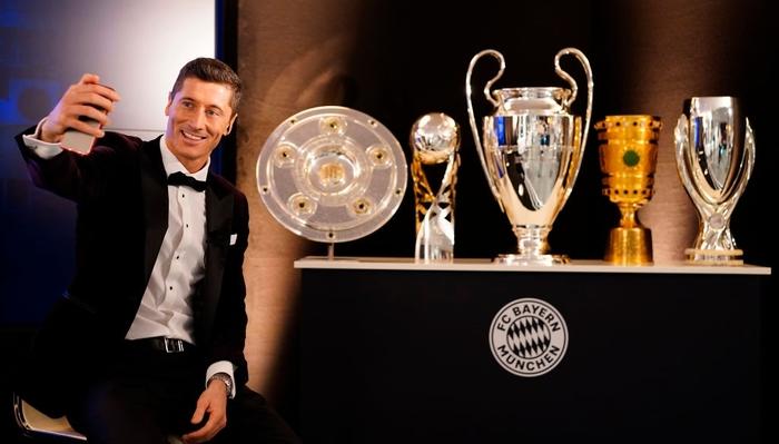 Ronaldo và Messi làm nền cho Lewandowski tại lễ trao giải Cầu thủ xuất sắc nhất thế giới - Ảnh 6.