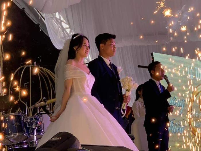 Đông Triều chính thức kết hôn, bạn thân Công Phượng vắng mặt đáng tiếc - Ảnh 1.