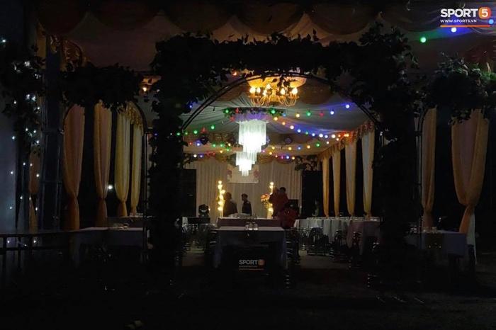Lộ không gian tân hôn ấm cúng, đơn giản tại nhà Công Phượng tối 2/12 - Ảnh 3.