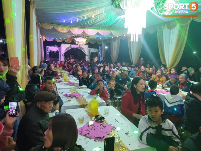 Không khí đám cưới chuẩn truyền thống của Công Phượng - Ảnh 4.
