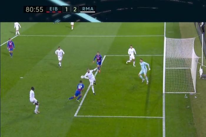 HLV Eibar phẫn nộ sau khi VAR bỏ qua quả phạt đền của Real Madrid - Ảnh 1.