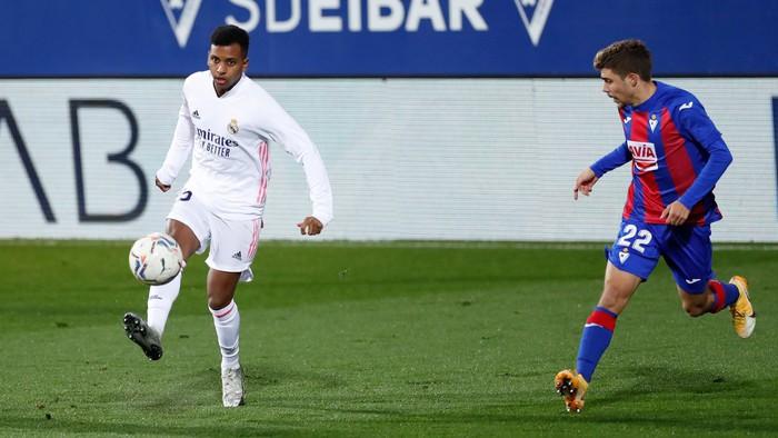 Real Madrid nối dài chuỗi trận thăng hoa - Ảnh 7.