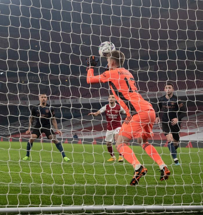 Thủ môn dự bị của Arsenal xóa gấp tài khoản mạng xã hội sau màn trình diễn nghiệp dư trước Man City - Ảnh 2.