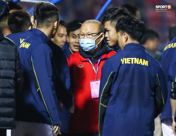 HLV Park Hang-seo chia tay hai đội tuyển, liên tục nhắc học trò không được chấn thương - Ảnh 1.