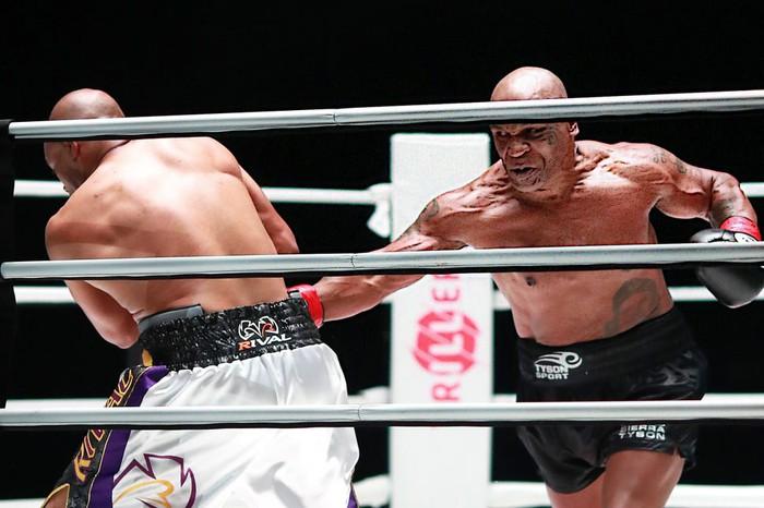 Choáng với sức mạnh ở tuổi 19 của Mike Tyson: Tung một đấm khiến đối thủ đo ván, bay ra góc đài - Ảnh 5.
