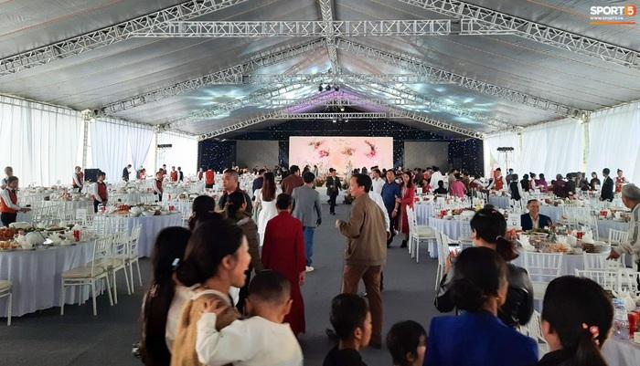Công Phượng chăm sóc Viên Minh từng li trong lễ cưới ở Nghệ An - Ảnh 4.