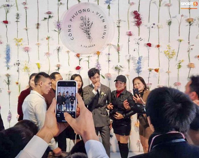Công Phượng chăm sóc Viên Minh từng li trong lễ cưới ở Nghệ An - Ảnh 5.