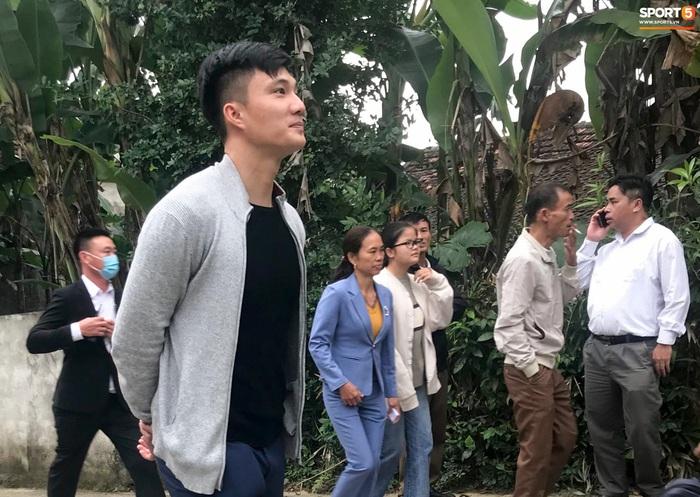 Công Phượng chăm sóc Viên Minh từng li trong lễ cưới ở Nghệ An - Ảnh 7.