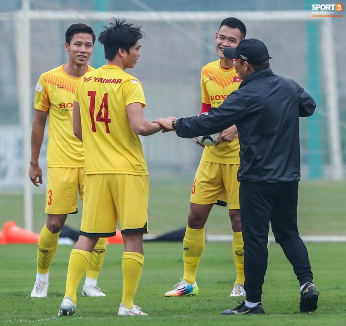 HLV Park Hang-seo bị Tuấn Anh trêu, không cho tham gia trò chơi ở tuyển Việt Nam - Ảnh 3.