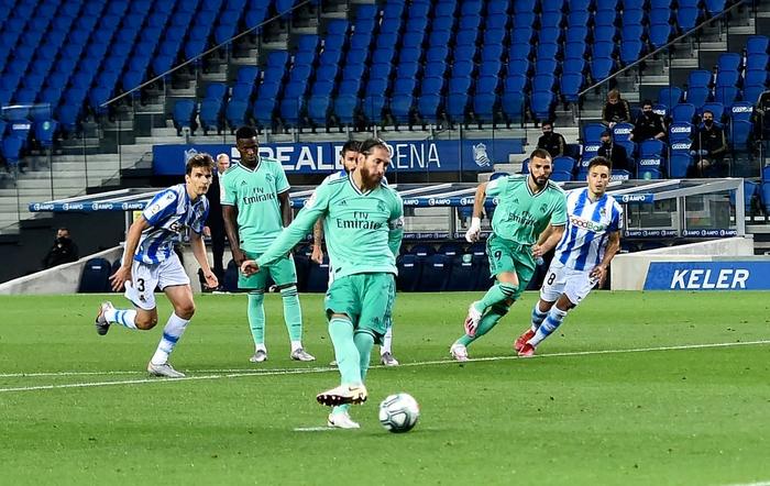 Chàng thủ quân điển trai lập kỷ lục giúp Real Madrid vượt mặt đại kình địch Barcelona, vươn lên ngôi đầu La Liga - Ảnh 3.
