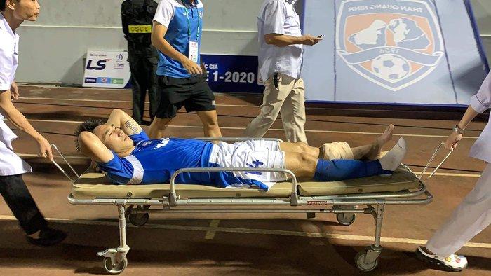 """Báo Thái chú ý đến chấn thương kinh hoàng của Hải Huy, """"cạnh khóe"""" y tế tại V.League yếu kém khi sơ cứu   - Ảnh 2."""