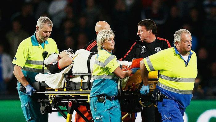 """Báo Thái chú ý đến chấn thương kinh hoàng của Hải Huy, """"cạnh khóe"""" y tế tại V.League yếu kém khi sơ cứu   - Ảnh 3."""
