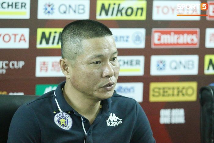 HLV Chu Đình Nghiêm thôi làm HLV trưởng Hà Nội FC - Ảnh 1.
