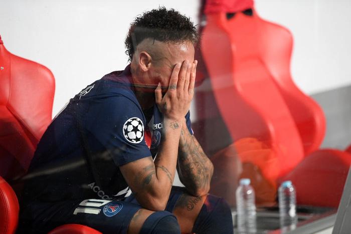 Bayern bất ngờ ăn mừng chức vô địch Champions League trên nền nhạc ca khúc thất tình - Ảnh 4.