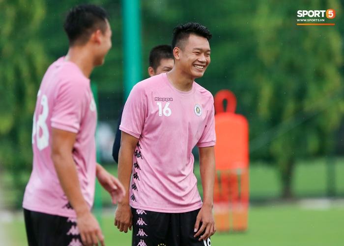 Trung vệ Thành Chung kể chuyện đi cúng giải hạn năm tuổi và mục tiêu sang Hàn Quốc thi đấu - Ảnh 1.