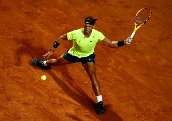 """Vòng 3 Rome Masters 2020: Rafael Nadal thể hiện phong độ hủy diệt, Djokovic """"thoát hiểm"""" gang tấc - Ảnh 2."""