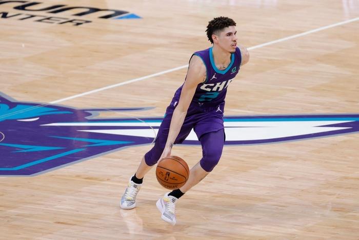 Thi đấu thăng hoa, LaMelo Ball làm nên lịch sử NBA ở tuổi 19 - Ảnh 3.
