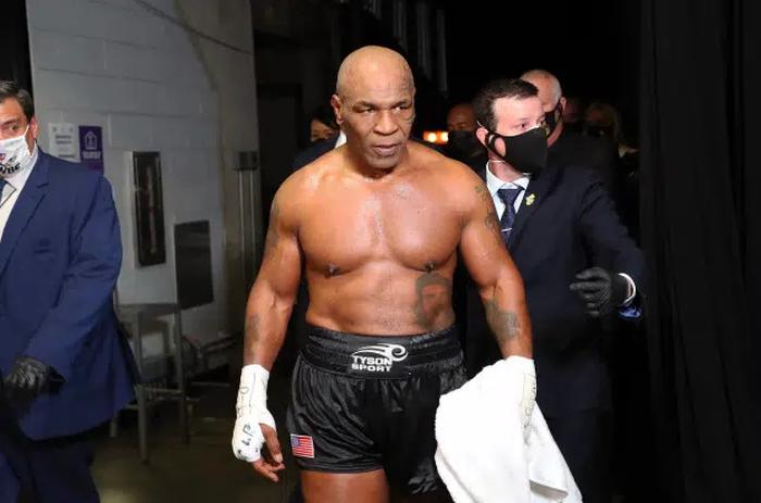 Evander Holyfield xác nhận đang tiến hành đàm phán thượng đài cùng Mike Tyson, trị giá trận đấu lến tới 200 triệu USD - Ảnh 2.