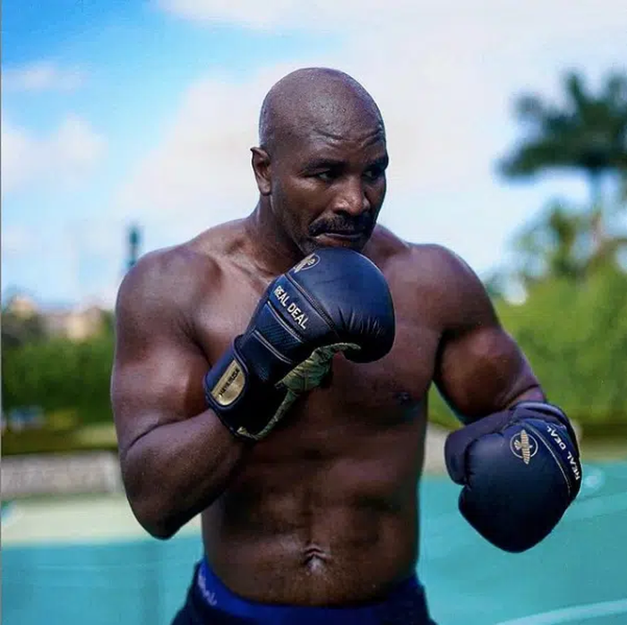 Evander Holyfield xác nhận đang tiến hành đàm phán thượng đài cùng Mike Tyson, trị giá trận đấu lến tới 200 triệu USD - Ảnh 3.