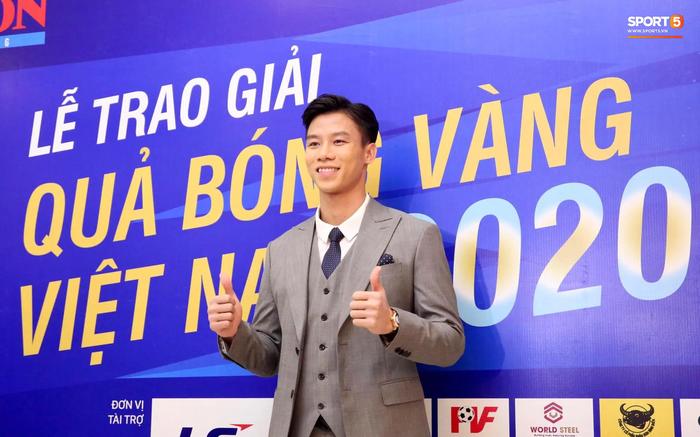 Dàn tuyển thủ diện suit bảnh bao tới dự lễ trao giải Quả Bóng Vàng 2020 - Ảnh 6.