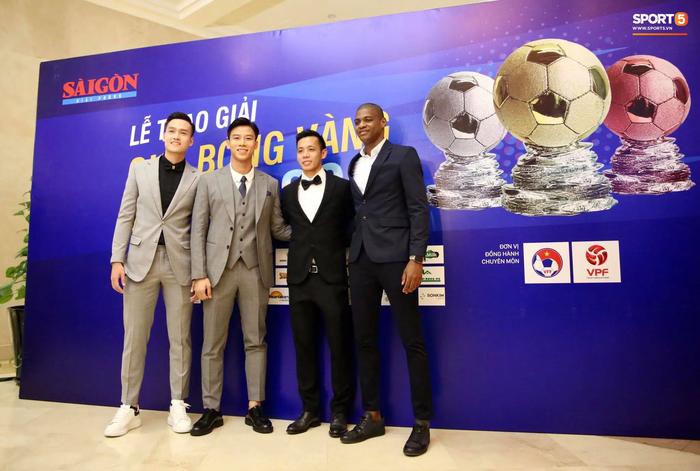Dàn tuyển thủ diện suit bảnh bao tới dự lễ trao giải Quả Bóng Vàng 2020 - Ảnh 4.