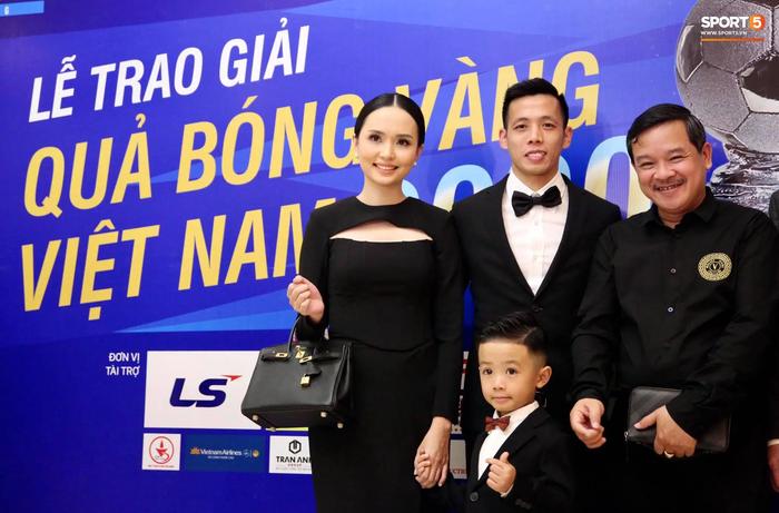 Dàn tuyển thủ diện suit bảnh bao tới dự lễ trao giải Quả Bóng Vàng 2020 - Ảnh 2.