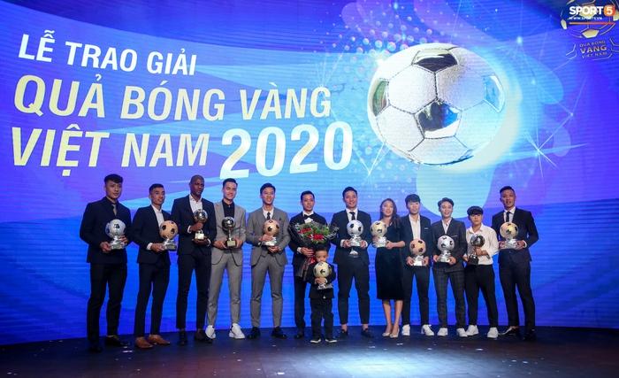 BTV Quốc Khánh đá cặp ăn ý với Thu Hoài, chấm dứt thảm hoạ MC tại Quả bóng vàng Việt Nam - Ảnh 10.