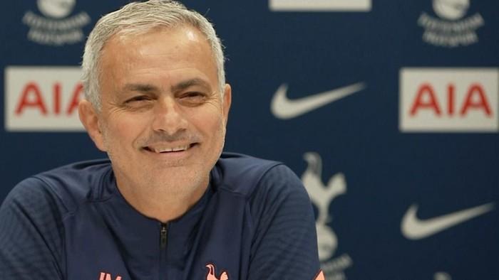 Mourinho đáp trả Ozil siêu gắt sau phát ngôn hạ thấp Tottenham - Ảnh 2.