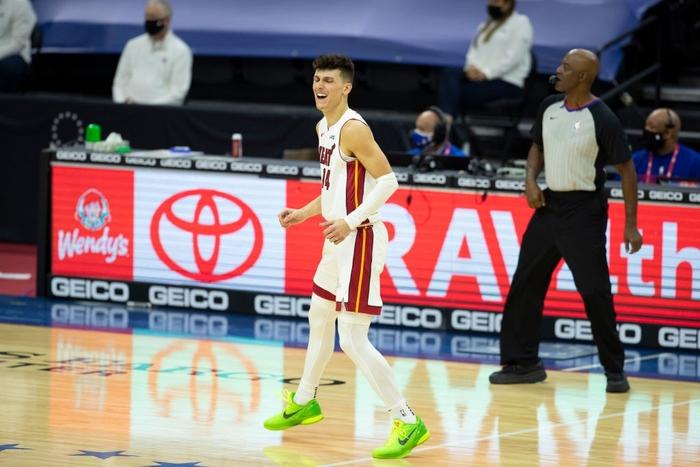 Joel Embiid cùng Danny Green giúp Philadelphia 76ers lội ngược dòng trước Miami Heat - Ảnh 3.