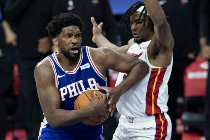 Joel Embiid cùng Danny Green giúp Philadelphia 76ers lội ngược dòng trước Miami Heat - Ảnh 2.