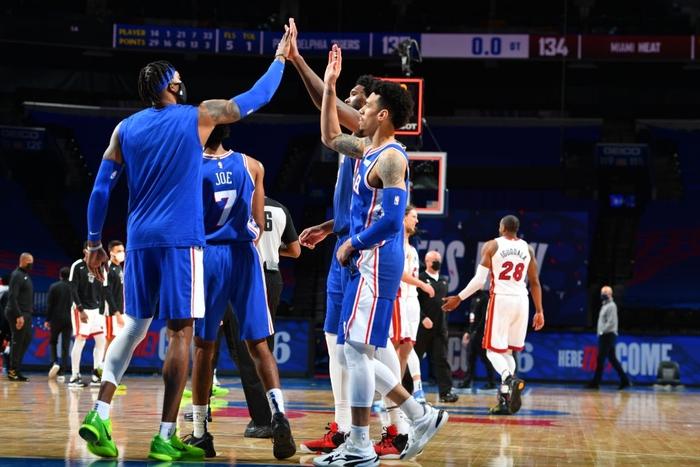 Joel Embiid cùng Danny Green giúp Philadelphia 76ers lội ngược dòng trước Miami Heat - Ảnh 1.