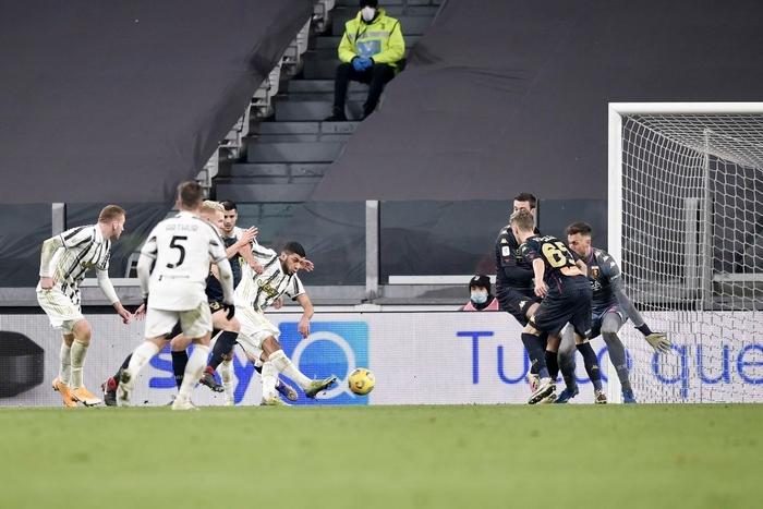 Ronaldo tỏa sáng, Juventus nhọc nhằn vào tứ kết Coppa Italia sau màn rượt đuổi tỷ số hấp dẫn - Ảnh 9.
