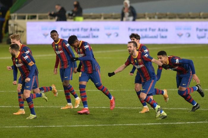 Barca vào Chung kết Siêu cúp Tây Ban Nha sau loạt luân lưu cân não - Ảnh 1.