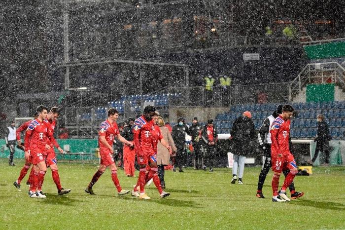 Thua sốc đội bóng hạng dưới, sao Bayern Munich thất thần, lủi thủi chia tay cúp Quốc gia Đức - ảnh 3
