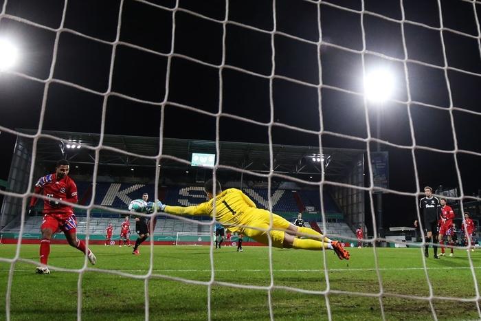 Thua sốc đội bóng hạng dưới, sao Bayern Munich thất thần, lủi thủi chia tay cúp Quốc gia Đức - ảnh 8