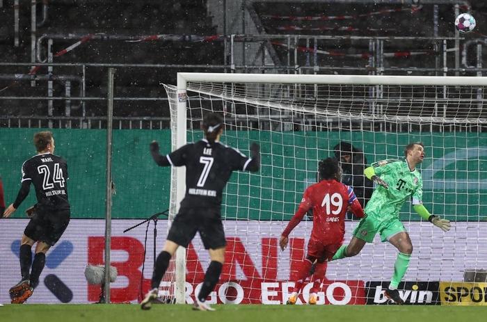 Thua sốc đội bóng hạng dưới, sao Bayern Munich thất thần, lủi thủi chia tay cúp Quốc gia Đức - ảnh 11