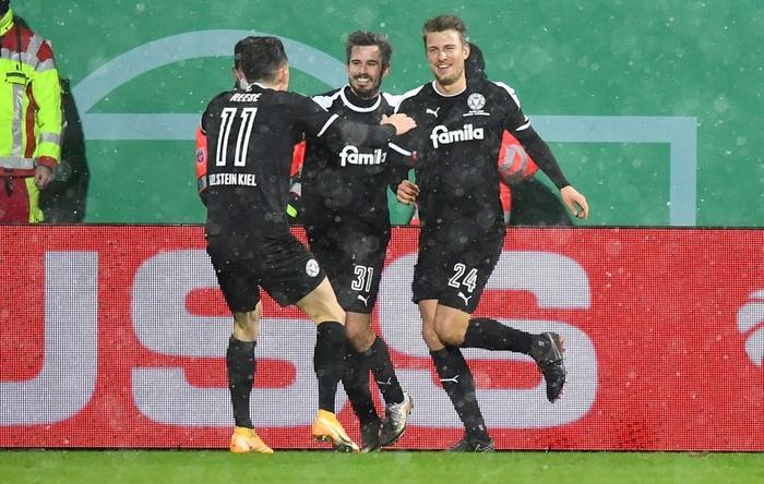 Thua sốc đội bóng hạng dưới, sao Bayern Munich thất thần, lủi thủi chia tay cúp Quốc gia Đức - ảnh 9