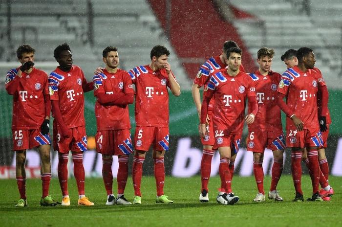 Thua sốc đội bóng hạng dưới, sao Bayern Munich thất thần, lủi thủi chia tay cúp Quốc gia Đức - ảnh 2