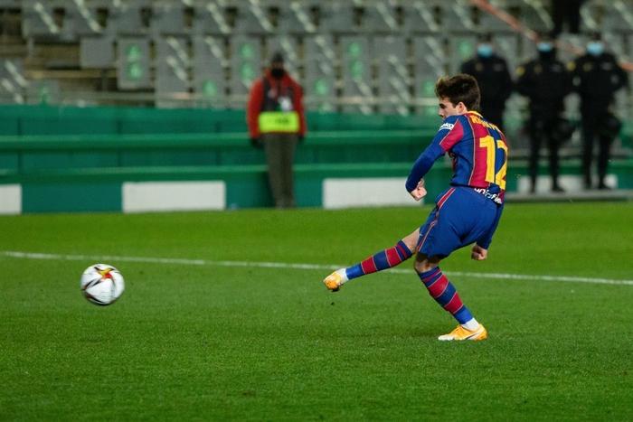 Barca vào Chung kết Siêu cúp Tây Ban Nha sau loạt luân lưu cân não - Ảnh 10.