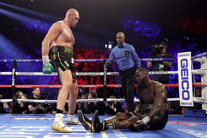 """Tyson Fury """"cạch mặt"""" Deontay Wilder sau khi đối thủ liên tục tìm lý do để biện hộ cho thất bại - Ảnh 2."""
