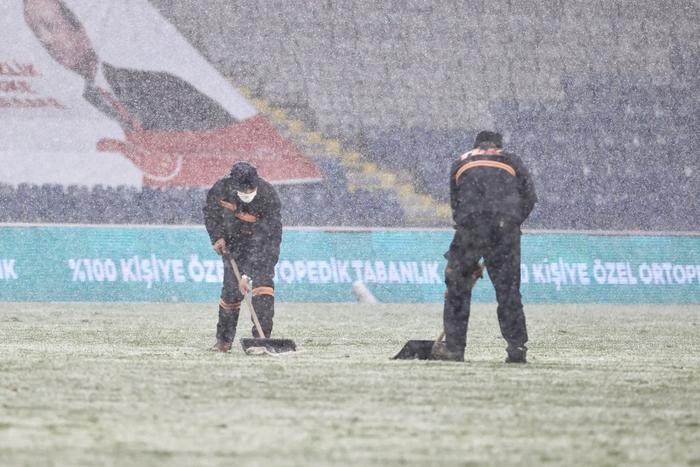 Đội bóng Thổ Nhĩ Kỳ cosplay đối thủ của U23 Việt Nam tại chung kết Thường Châu 2018: Tàng hình trong tuyết làm khán giả mỏi mắt tìm kiếm - Ảnh 5.