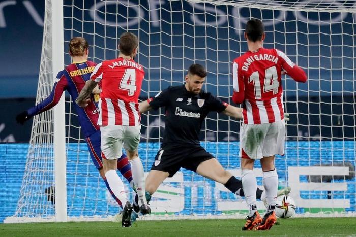 Messi ăn thẻ đỏ, Barca thất bại ở chung kết Siêu Cúp Tây Ban Nha - Ảnh 4.