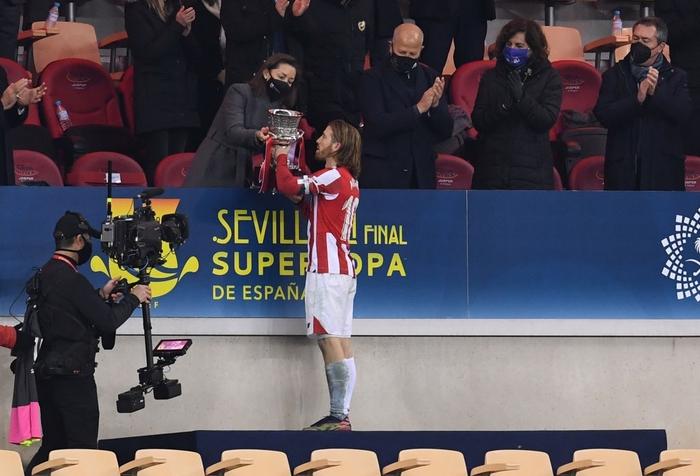Messi ăn thẻ đỏ, Barca thất bại ở chung kết Siêu Cúp Tây Ban Nha - Ảnh 10.